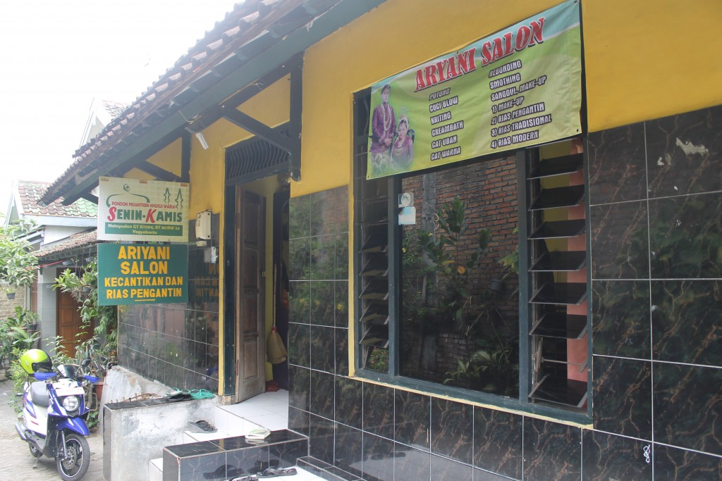 The rented house that is turned into pesantren